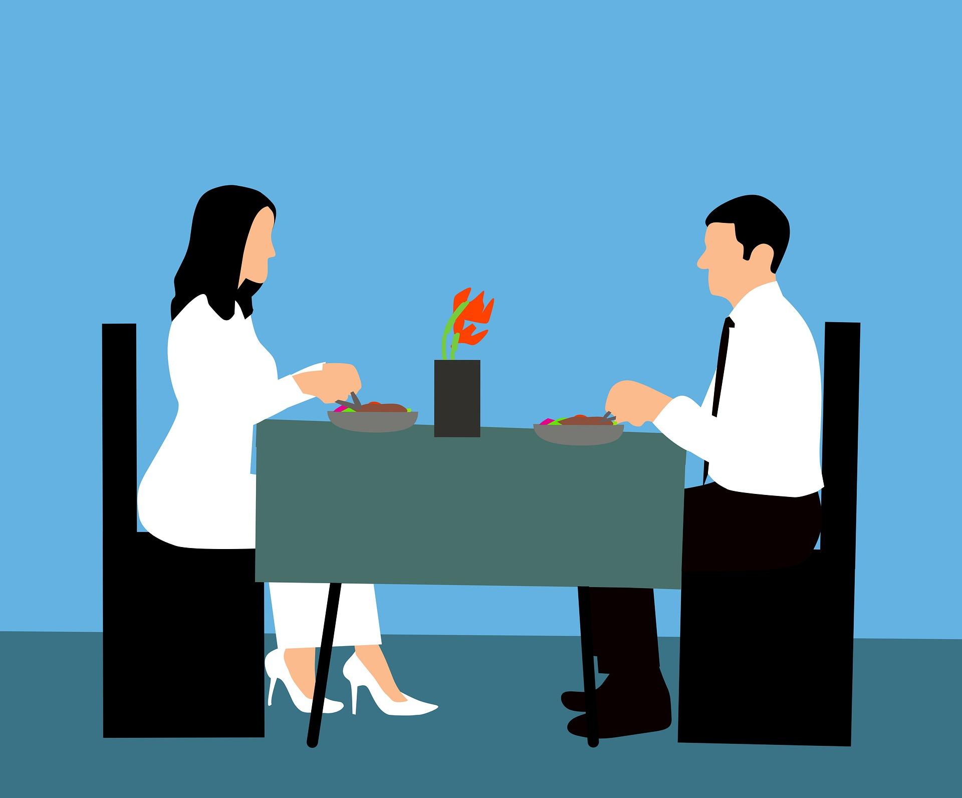 במאמר הקודם דיברנו על חשיבותה של התקשורת הזוגית מעבר לדיבורים ה'טכניים', ועל יתרונותיה. במאמר זה נסקור את המאפיינים עליהם מומלץ להקפיד בזמן קיום השיחה הזוגית, כדי שזו תהייה אכן מועילה, ועושה את פעולתה המקרבת בין בני הזוג. קביעות. על השיחה הזוגית להיות קבועה ועקבית. מומלץ על תדירות של אחת בשבוע, ביום ובשעה קבועים, למשך חצי שעה עד שעה. קביעות ביום ובשעה מסייעת לשמור על עקביות השיחה, אחרת היא נעלמת בשלל העיסוקים השוטפים של בני הזוג. אווירה. כדי לשמור על אווירה טובה, יש להקפיד לכבות טלפונים ולתאם את הזמן באופן שלא תהיינה הפרעות מצד הילדים. מומלץ להביא לשיחה טעימה שבני הזוג אוהבים (קפה, עוגה או ממתק טעים, לחילופין מאכלים בריאים כירקות ופירות). גם שינוי מקום השיחה מישיבה יחד בחדר או בסלון לטיול משותף בטבע ובאוויר הצח מוסיפים מאוד לאווירה הטובה. במידת האפשר רצוי לשבת אחד מול השניה, כך תוכלו להביט זו בעיני זה ואם הדבר מתאפשר גם להחזיק ידיים. תרבות הדיבור. על השיחה להיות תרבותית ומכבדת, ללא צעקות, הרמת קול והשפלות, ומאפשרת לכל אחד מבני הזוג לדבר ללא הפרעה מצד בן או בת זוגו. הדבר נכון לא רק כשהשיחה נעה סביב נושאים נעימים וחוויתיים, אלא גם (ובפרט) כשהנושאים בוערים ו'נפיצים'. נקודה זו מחייבת את כל אחד מבני הזוג לאחריות לשליטה עצמית. על כל אחד לדרוש מעצמו לשוחח באופן תרבותי, ללא תלות בהאם וכיצד בין הזוג השני מקיים או לא מקיים נקודה זו. תוכן הדיבור. השיחה השבועית אינה מיועדת ליישוב מחלוקות בלבד. ניתן לחלוק בה חוויות, לתאם ציפיות, לדון בענייני חינוך הילדים, ולכל נושא שכל אחד מבני הזוג חפץ להעלות. יש לזכור שהשיחה אינה מיועדת ל'שיחת מוסר' בה אחד מבני הזוג מוריד את ערך בן או בת זוגו, מעיר לו על התנהגותו ומנסה בכך לשנות אותה. בני זוג שעושים שימוש בשיחת מוסר בתקווה שיצליחו לשנות את בן או בת זוגם, חיים באשליה שתגרום להם לתסכול ועם הזמן לייאוש מבן או בת זוגם. תפקידו של הדובר לבקש ולא לדרוש, לחנך או להשפיל ולהוריד מערכו של בן או בת זוגו. במקביל עליו לכבד את הבחירה שלו או שלה שלא להיענות לבקשתו. לצורך כך, עליו לעבור ממסלול התלונות למסלול הבקשות, ולנסח את דבריו באופן שיביעו בקשה מבת זוגו ולא תלונה עליה או על התנהגותה. על הדובר להתרכז אך ורק בסיפור שלו עצמו, ברגשות ובתחושות שלו – מה הוא מרגי